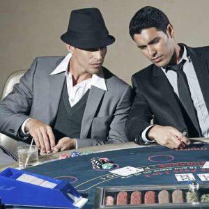 Orang keren bermain poker
